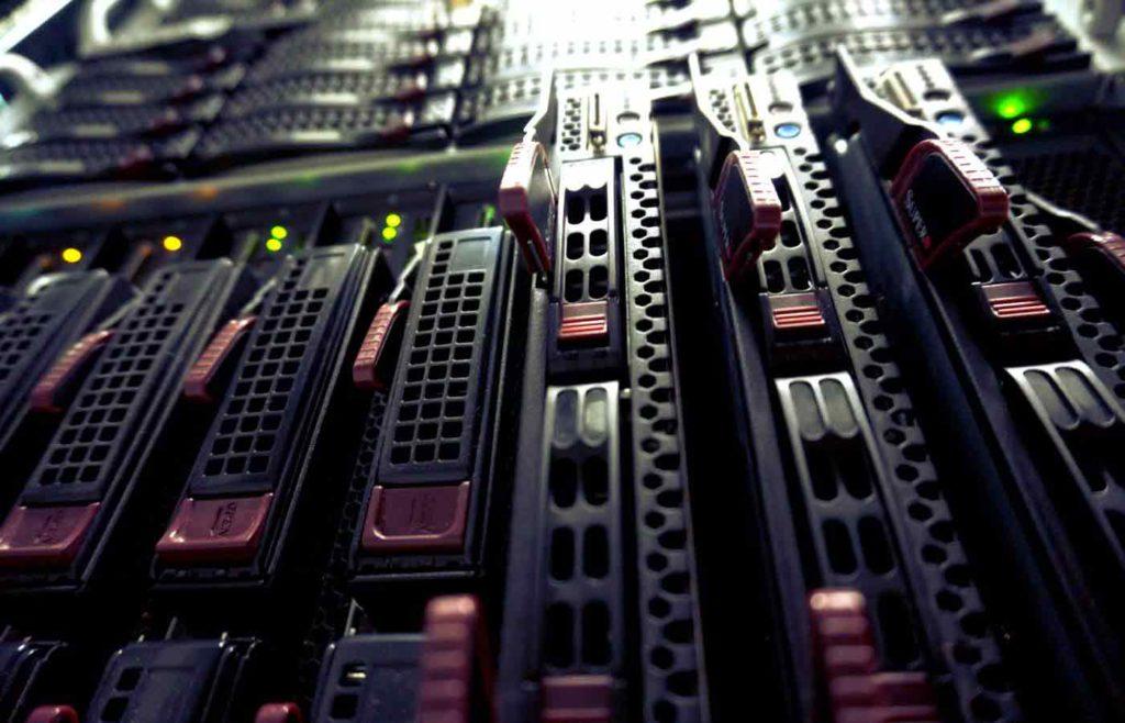 Máy chủ là gì? Khi nào cần sử dụng máy chủ riêng?